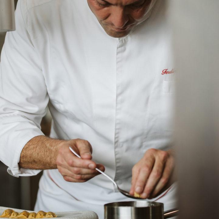 Chef de Orobianco trabajando